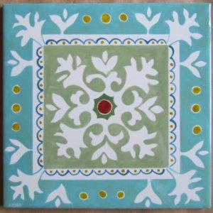 אריח מצויר דגם בהשפעת מגזרות נייר. גווניםבהירים-ירוק ערבה וטורקיז בהיר